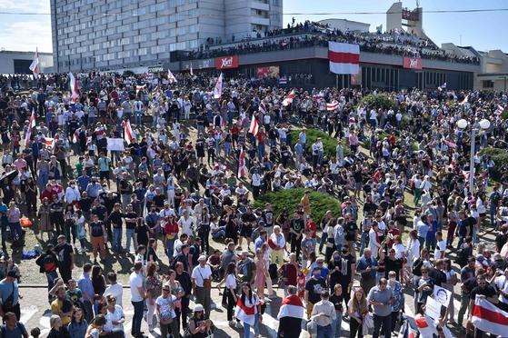 """벨로루시는 푸틴에 손을 뻗어 일주일 간의 반정부 시위를 위해 """"혁명이 러시아로 확산"""""""