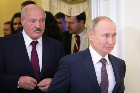 알렉산더 루카셴코 대통령 (왼쪽)과 블라디미르 푸틴 러시아 대통령.  AFP = 연합 뉴스