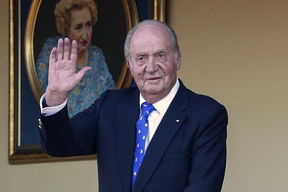 부패 스캔들에 휘말려 고국을 떠난 전 스페인 국왕 후안 카를로스 1세. AP=연합뉴스