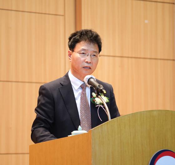 18일 정부대전청사에서 열린 제27대 특허청장 취임식에서 김용래 신임 청장이 취임사를 하고 있다. [사진 특허청]