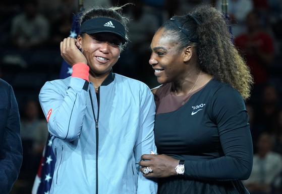 2018년 US오픈에서 우승한 오사카 나오미(왼쪽)와 준우승한 세리나 윌리엄스. [AFP=연합뉴스]