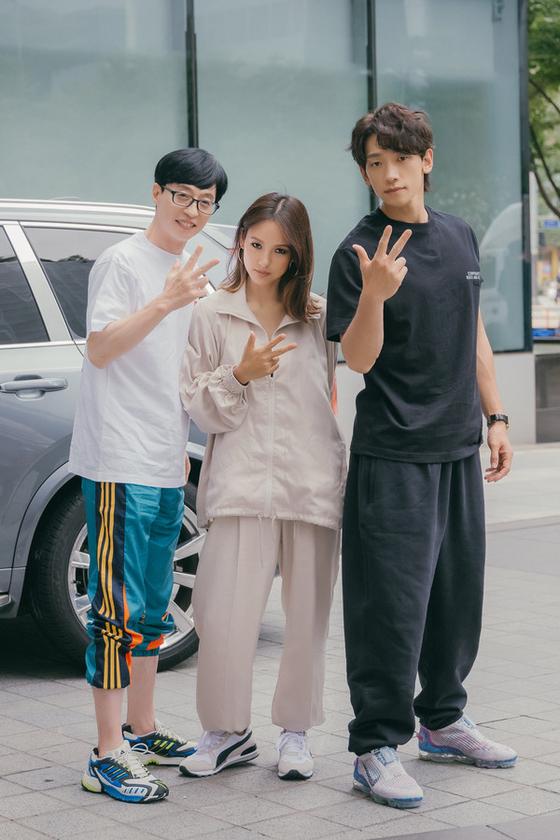 유재석·비와 함께 그룹 '싹쓰리'를 결성했던 이효리가 가요 프로 출근길 패션으로 헐렁한 베이지색 트레이닝복을 선택했다. [사진 MBC '놀면 뭐하니']