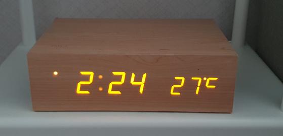 한때 홈인테리어의 필수품이었던 탁상시계. [사진 한재동]