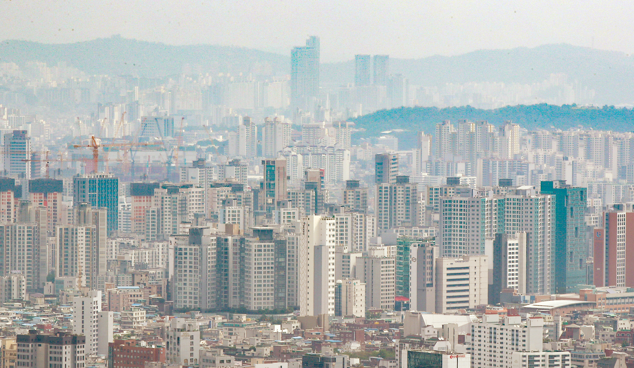 7월 아파트 증여 역대 최고치 기록…세금 중과 부담