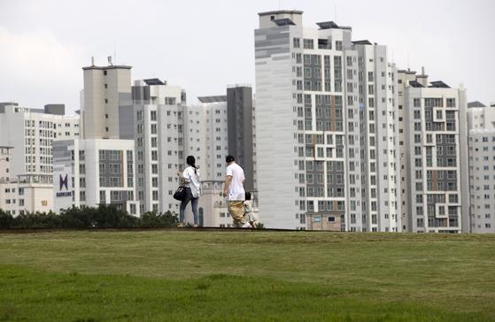 13일 오후 북서울꿈의숲에서 바라본 인근 아파트의 모습. [연합뉴스]