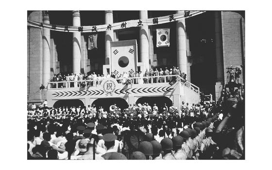 1948년 8월 15일 열린 대한민국 정부 수립 기념식 모습. [사진 이승만기념관]
