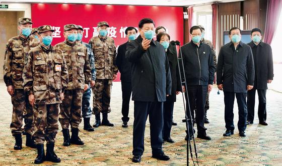 시진핑 중국 주석은 의료진을 격려하기 위해 지난 3 월 10 일 코로나 19 사건 이후 처음으로 우한 후 셴산 병원을 방문했다. [중국 신화망 캡처]