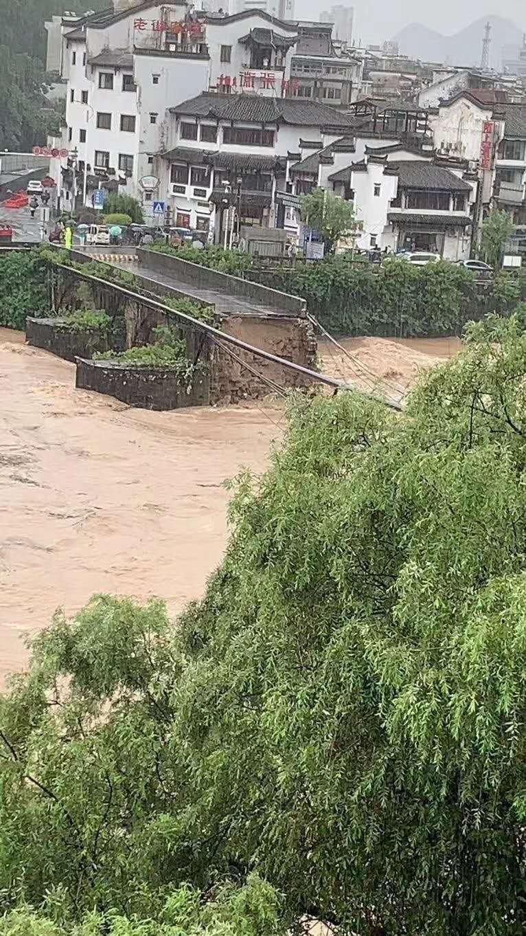 """""""부처 발가락 범람""""… 중국에서 기록적인 홍수로 폐허"""