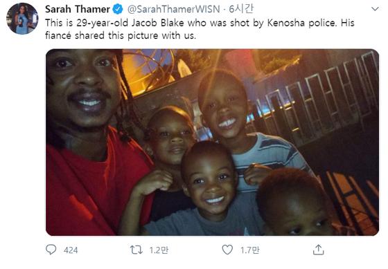 제이콥 블레이크와 그의 아이들의 사진이 위스콘신 12 뉴스의 기자 사라 테이머가 24 일 (현지 시간) 트위터에 올렸다. Sarah Tamer는 사진이 Blake의 약혼자에게 전달되어 공개되고 있다고 말했습니다. [사진 트위터 캡처]