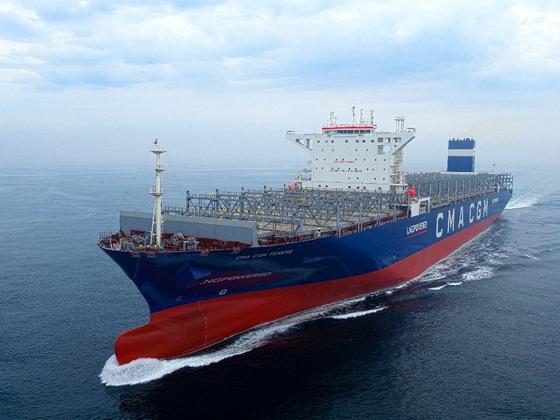 현대삼호중공업이 건조한 세계 최초의 초대형 LNG 추진 컨테이너선. 오는 9월 15일 인도된다. 사진 현대중공업그룹