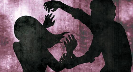 자신의 딸을 성폭행한 친부에게 징역 13년형이 확정됐다. 법원은 피해자의 처벌 불원 탄원서를 감형사유로 받아들이지 않았다. [중앙포토]