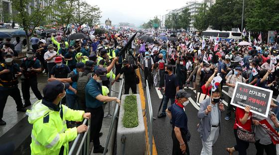 지난 15일 서울 종로구 광화문광장에서 열린 보수단체 집회 모습. 뉴시스