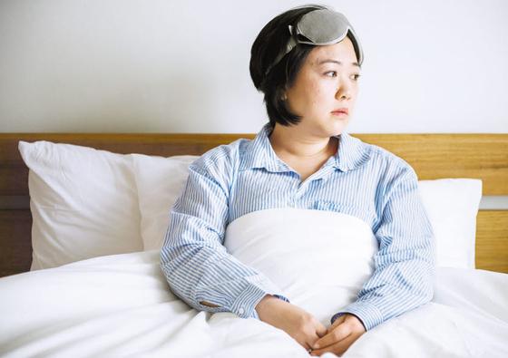 수면시간이 짧아지면 신체 회복에 필요한 호르몬 분비가 억제돼 각종 질병에 취약해지며 면역력이 떨어져 각종 감염성 질환에 걸리기 쉽다. 특히 충분한 시간을 잤는데도 극심한 피로를 느끼는 경우 수면장애를 의심해 봐야 한다. [사진 123RF]