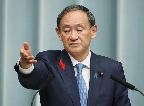 스가 요시히 데 일본 국무 장관이 2018 년 10 월 2 일 아베 내각 장관 취임 발표에 대한 기자 회견을 열고있다. [사진제공=지지통신]