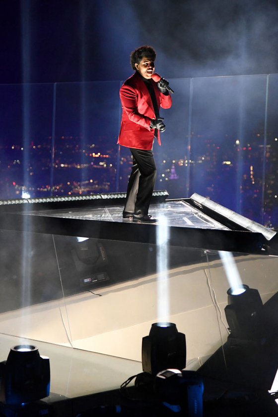 NEW YORK, NEW YORK - AUGUST 30: The Weeknd performs at Edge at Hudson Yards for the 2020 MTV Video Music Awards, broadcast on Sunday, August 30, 2020 in New York City. (Photo by Kevin Mazur/MTV VMAs 2020/Getty Images for MTV)