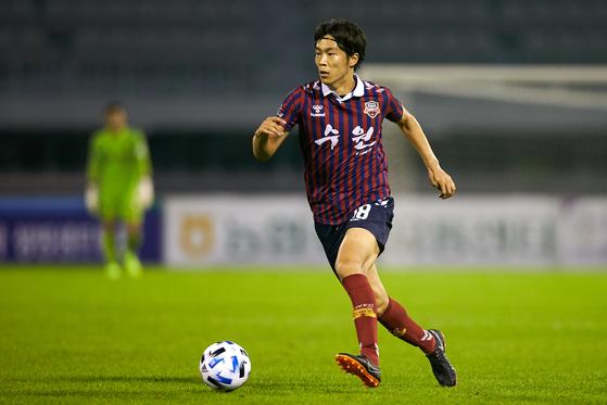 수원FC 일본인 공격수 마사는 팀의 1부 승격 도전에 앞장서고 있다. [사진 수원FC]
