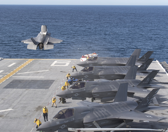 미군의 강습상륙함 아메리카함은 스텔스 전투기 F-35B 이착륙이 가능해 사실상 소형 항모라 불린다. 한국 해군이 도입할 경항모는 아메리카함과 규모와 역할이 비슷할 것으로 전망된다. [록히드마틴 제공]