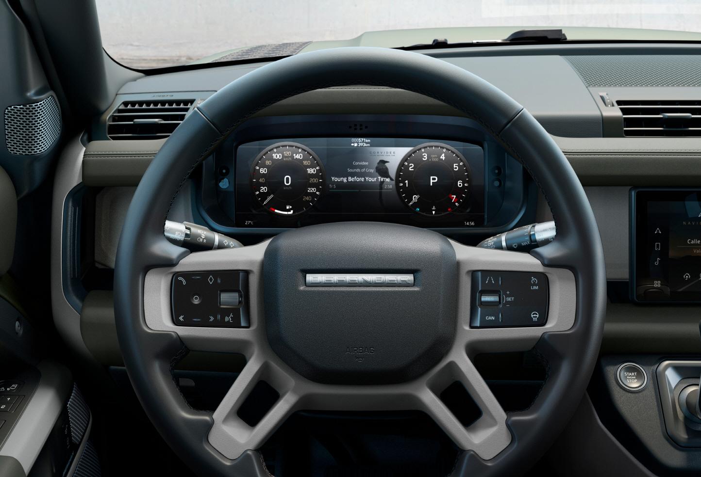 운전석엔 전자식 계기판을 장착했고 반자율주행과 사고예방 등 각종 첨단 운전자보조기능(ADAS)도 지원한다. 사진 재규어랜드로버코리아