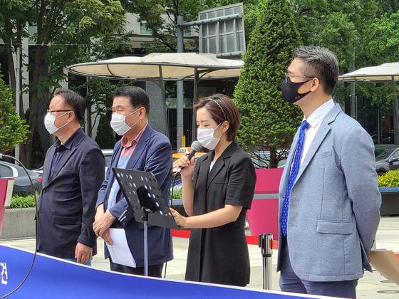 1일 8.15비대위 관계자 및 사랑제일교회 변호인단이 서울 광화문광장에서 공동기자회견을 하고 있다. 박현주 기자
