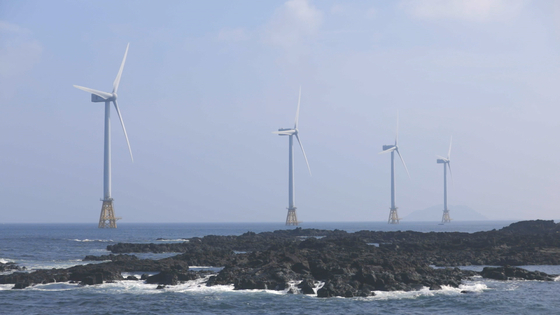 지난달 3일 제주시 한경면 두모리에 위치한 탐라 해상풍력발전소의 전경. 최연수 기자