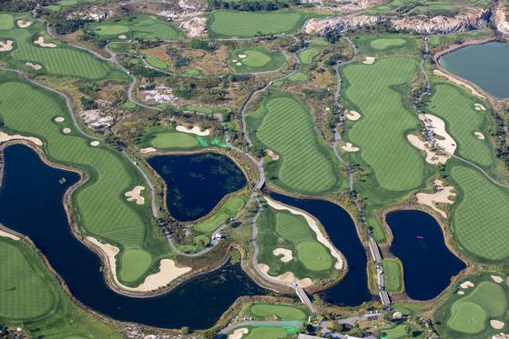 국내 최대 퍼블릭 골프 단지인 인천국제공항 부지 내 스카이72 골프장 전경. 사진 인천국제공항공사