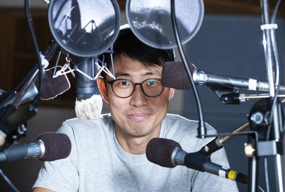 지난달 31일 여의도 KBS 라디오 스튜디오에서 만난 팝컬럼니스트 김태훈씨. 권혁재 사진전문기자