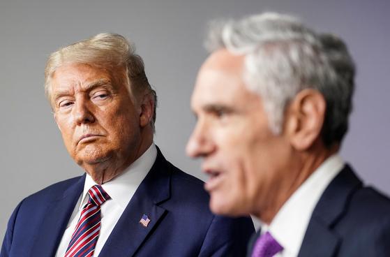 WP에 따르면 아틀라스는 트럼프 대통령의 경제 재개 정책을 옹호하면서 백악관에서 영향력을 구축하고 있습니다. [로이터=연합뉴스]
