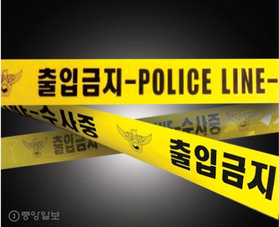 지난달 30일 부천 중동 한 편의점 앞에서 20대 남성이 일면식 없는 50대 남성의 팔을 흉기로 찔러 다치게 한 혐의로 경찰에 붙잡혔다. 중앙포토