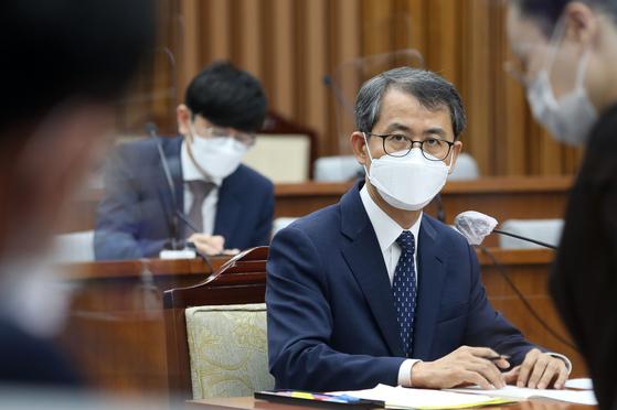 이흥구 대법관 후보자가 2일 국회에서 열린 인사청문회에 출석해 답변하고 있다. [연합뉴스]