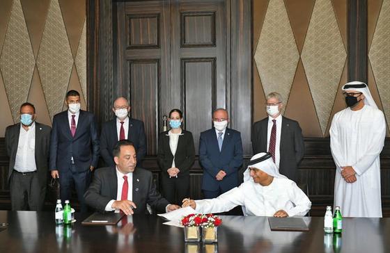 1일 이스라엘과 아랍에미리트가 은행과 금융분야에 대한 협정에 서명했다. 중동 정치 지형에 큰 변화가 일어나고 있다. [AFP=연합뉴스]