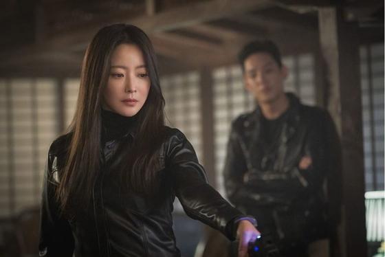 미래의 시간 여행자들과 현재 인류의 갈등을 그린 SBS 금토드라마 '앨리스' [사진 SBS]