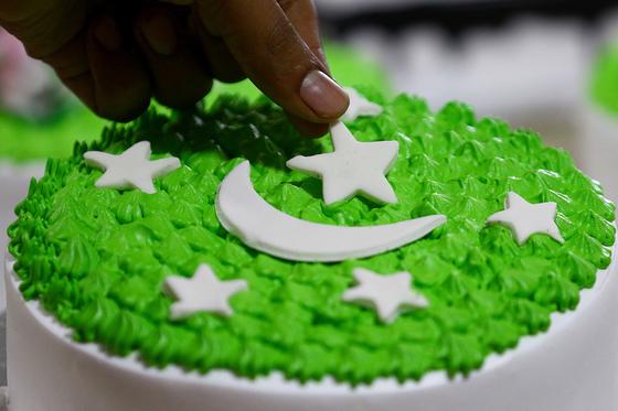 어느 나라의 국기에서 영감을 얻어 케이크인가? ⓒEPA