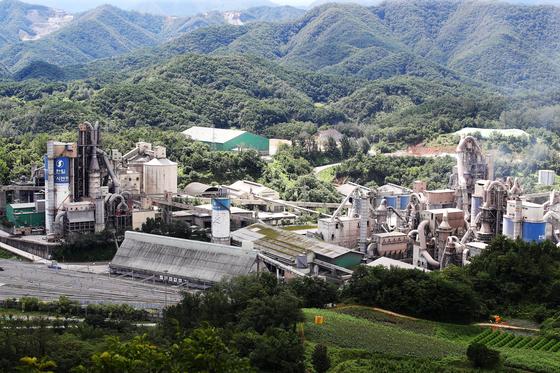 충북 단양군 매포읍에 위치한 한일시멘트 제조시설 전경. 장진영 기자