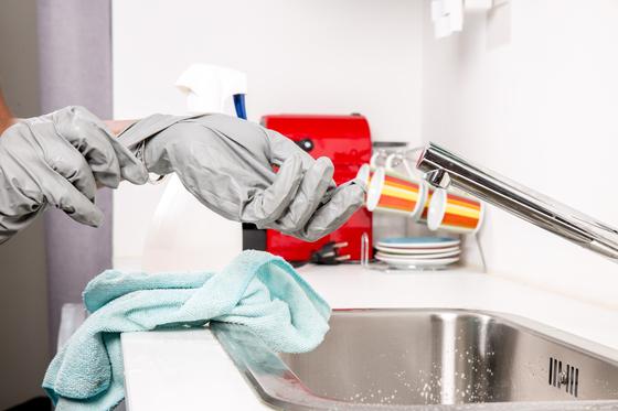 A(여)는 2006년부터 바이러스와 오염에 대한 강박 관념을 가지게 됐고, 지나치게 자주 손을 씻고 청소를 하는 증상이 생겼다. B(남)는 2014년 A를 상대로 이혼소송을 제기했다. [사진 pxhere]