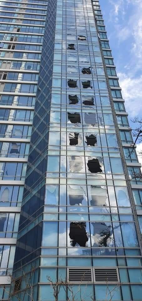 태풍 '마이삭'이 제주를 비롯한 경남북 지역을 관통한 3일 부산 해운대 한 고층아파트에서는 유리창이 파손됐다. [뉴시스]