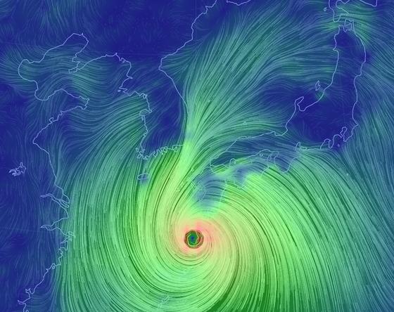 제10호 태풍 하이선이 우리나라로 다가오고 있다. 제주는 6일 밤, 그밖의 전국은 7일 영향권에 들 것으로 보인다. '슈퍼태풍'을 우려했던 것보다 다소 기세가 꺾였지만, 여전히 강도 '강'의 세력으로 7일 오전 부산~울산 앞바다를 지날 것으로 보인다. 자료 기상청