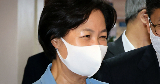 추미애 법무부 장관이 8일 서울 종로구 정부서울청사에서 청와대와 화상으로 열린 국무회의에 참석하고 있다. 뉴스1