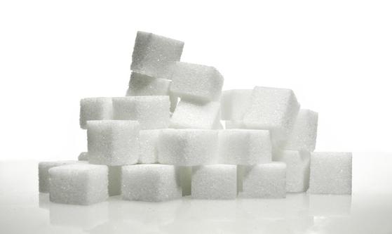 과거 우리가 못살던 시절에 설탕은 최고의 고에너지식품으로 귀한 대접을 받은 식품이었다. 생활에 여유가 생기고 풍요의 시대에 살고 있어 너무 많이 먹어 탈내는 기피 음식이 되었다. [사진 pxhere]