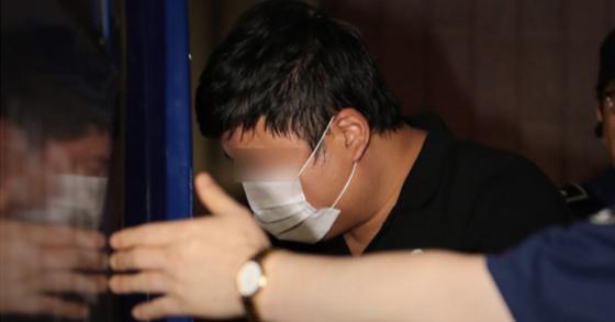 조국 전 법무부 장관의 5촌 조카 조범동씨가 지난해 검찰조사를 받던 모습. [연합뉴스]