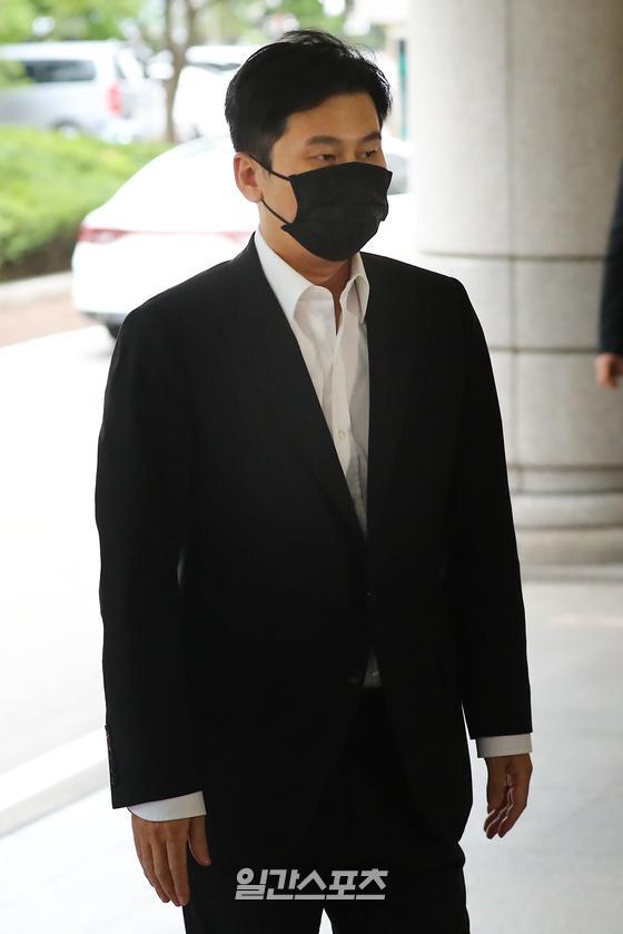 해외에서 원정 도박을 벌인 혐의로 기소된 양현석 전 YG엔터테인먼트 대표가 9일 오후 서울 마포구 서울서부지법에서 열린 첫 번째 공판에 출석하고 있다. 박세완 기자 park.sewan@jtbc.co.kr / 2020.09.09/