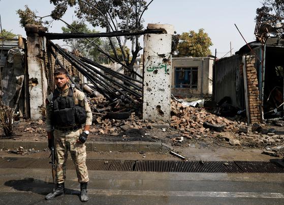 9일(현지시간) 아프가니스탄 카불 폭탄테러 공격 현장. 로이터통신=연합뉴스