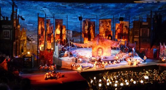 베로나 원형극장의 '카르멘'공연. [사진 flickr]