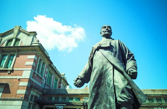 서울역광장의 강우규 의사 동상. 의거 92주년을 맞은 2011년 세워졌다. 대한독립을 향한 강한 의지를 담았다. 권혁재 사진전문기자