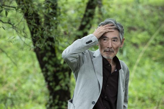 자연, 역사와 인간에 대한 통찰을 담아 첫 산문집을 펴낸 화가 강요배. 권혁재 사진전문기자