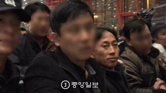 2017년 3월 말레이시아에서 추방 돼 중국 베이징 공항을 경유하는 이정철. [중앙포토]