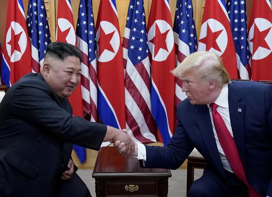 밥 우드워드 워싱턴포스트 부편집인은 15일 출간될 신간『분노(Rage)』에서 도널드 트럼프 대통령이 김정은 북한 국무위원장을 만난 자리에서 물리학자인 자신의 삼촌 이야기를 꺼냈다고 적었다. [로이터=연합뉴스]