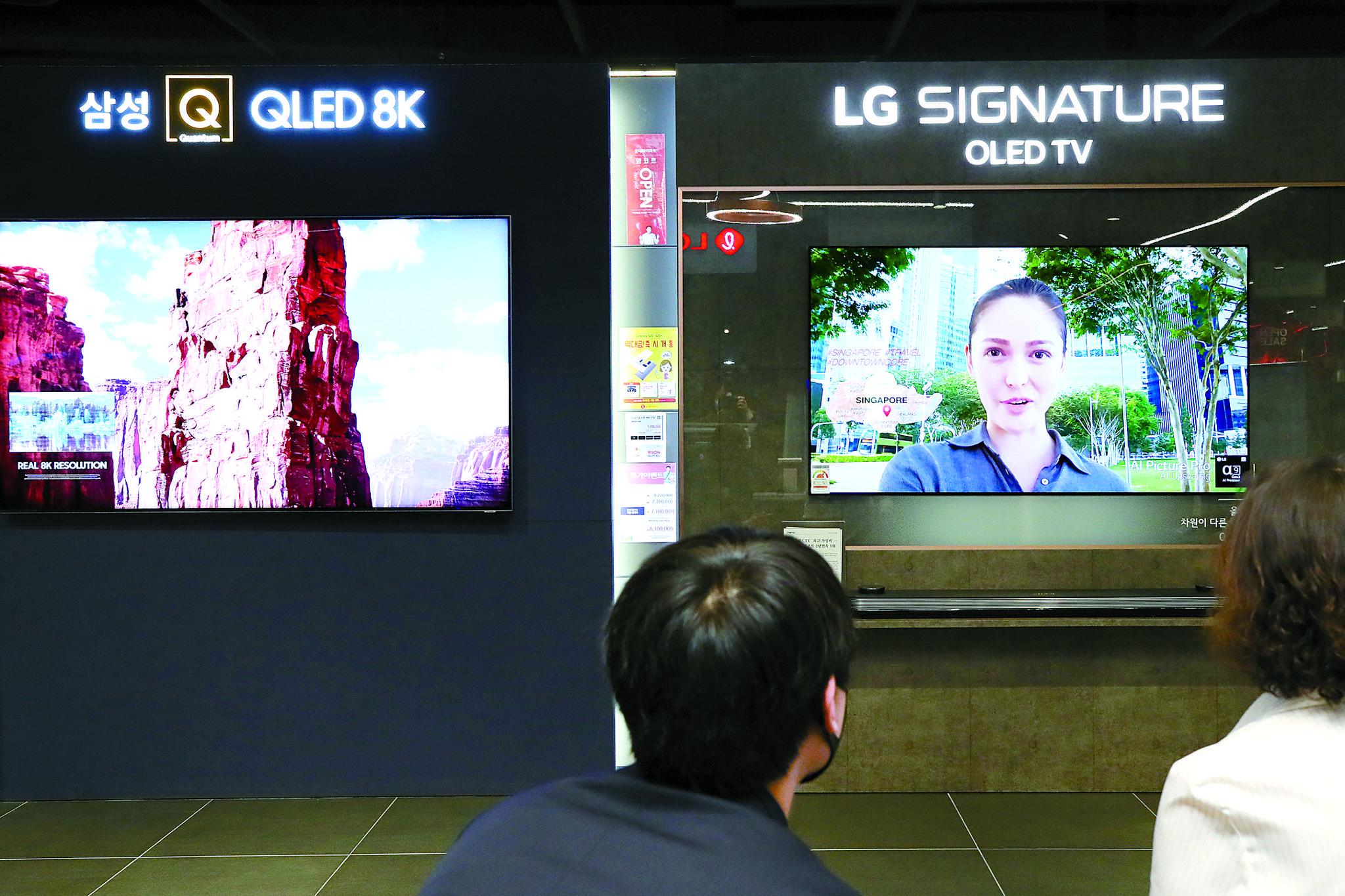 삼성전자와 LG전자의 대표 프리미엄 TV. (이 사진은 기사 내용과 관련 없음) 연합뉴스