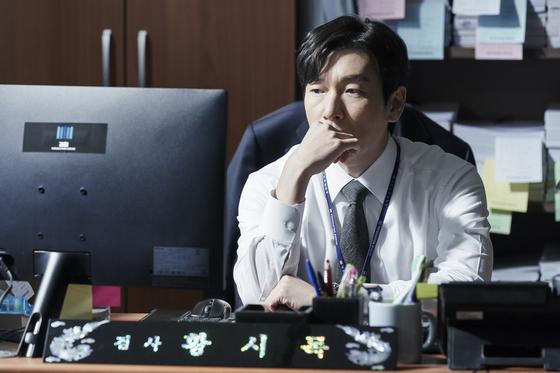 '비밀의 숲2'의 황시목 검사(조승우). 뇌섬엽 절제술로 감정을 느끼지 못한다. [사진 tvN]