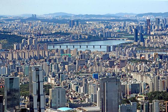13일 서울부동산정보광장에 따르면 지난달 서울의 아파트 거래는 3992건으로, 전달의 4분의 1 수준으로 감소했다. 사진은 이날 서울 전경. [연합뉴스]