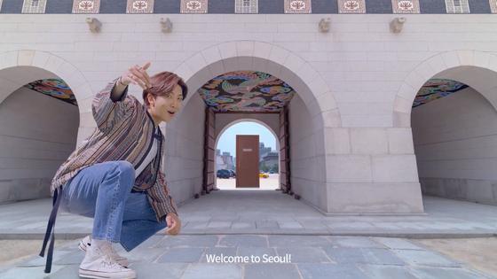 방탄소년단의 서울 관광 홍보 영상 'SEE YOU IN SEOUL' 중 한 장면. RM이 경복궁으로 안내하는 모습이다. [사진 VisitSeoulTV 유튜브 캡처]